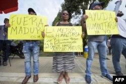 Venezolanos en Cúcuta celebran la llegada de la ayuda humanitaria y protestan contra Maduro.