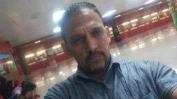 Rolando Rodríguez Lobaina, en el Aeropuerto Internacional José Martí de La Habana, el 29 de enero, momentos antes de su arresto. (Foto cortesía)