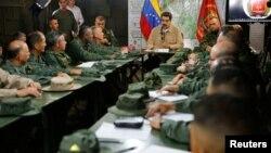 Nicolás Maduro en una reunión con militares en junio 2020.