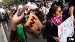 Mujeres en México marchan contra la violencia de género