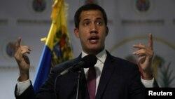 El presidente interino de Venezuela, Juan Guaidó, durante una conferencia de prensa este lunes en Caracas.