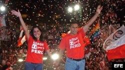 Foto de Archivo - Ollanta Humala (dcha.) y su esposa Nadine Heredia (izda.).