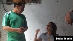 Adrián Rubio junto a la periodista independiente Iliana Hernández, en la sede del MSI. (Facebook)