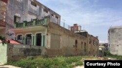 Fachadas de una favela en un barrio de La Habana. Foto Iván García