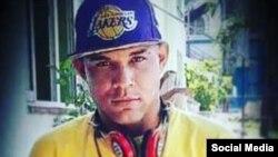 El rapero cubano Pupito en Sy, crítico del decreto-ley 349, ha sido detenido y acusado de Atentado.