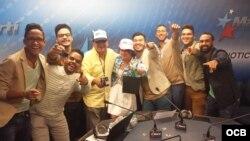 1800 Online con los miembros de la banda dominicana de música pop, BE CRAZY.