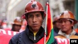 Mineros bolivianos durante una marcha hacia La Paz el año pasado en demanda de mejoras salariales.