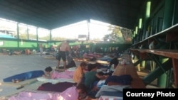 Migrantes cubanos en el colegio nocturno La Cruz, Guanacaste, Costa Rica. Foto: Esdrey Roura, cortesía.