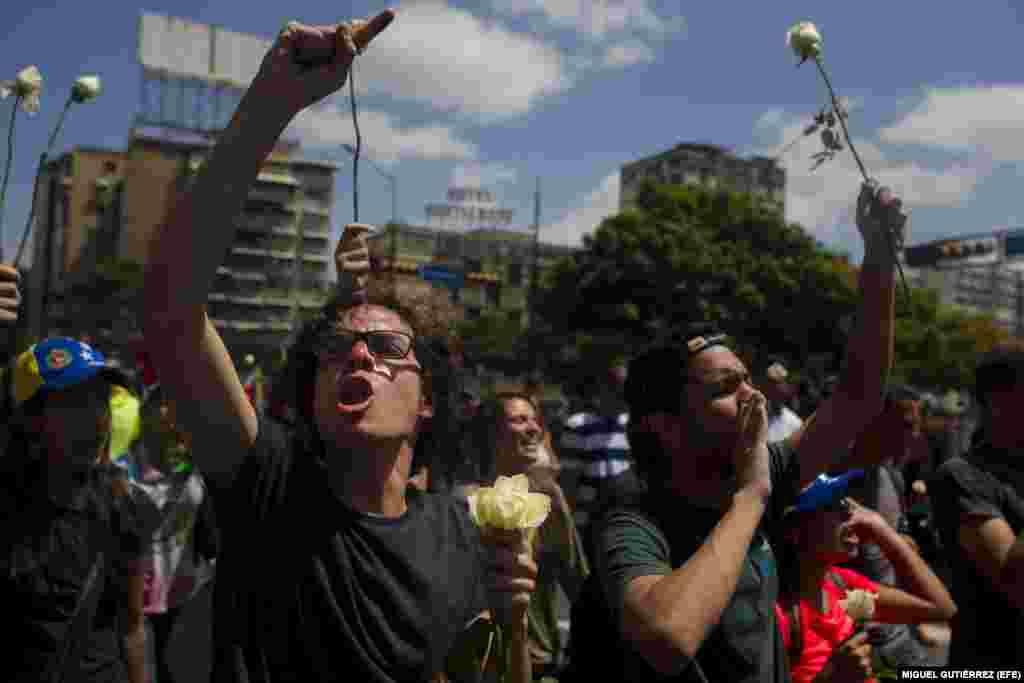 ESTUDIANTES SE MOVILIZAN EN DEMANDA DE LIBERACIONES Y JUSTICIA