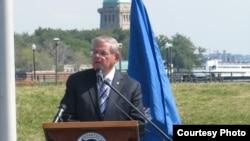 Senador Bob Menendez por New Jersey.