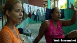 Diario hondureño La Prensa muestra dos cubanas que froman parte del grupo de balseros que escaparon de Cuba