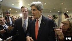 John Kerry responde a la prensa