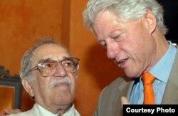 En una ocasión García Márquez fue portador de una carta de Castro para el presidente de EEUU, Bill Clinton.