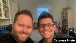 """El periodista cubano Yariel Valdés González, junto a Michael Lavers, editor de noticias internacionales de """"Washington Blade"""", publicación de la cual Yariel era colaborador."""