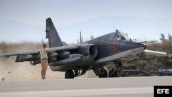 Un avión de combate SU-25 ruso en la base siria de Hmeymim, a las afueras de Latakia.