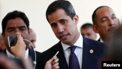 El presidente interino de Venezuela, Juan Guaidó, arriba a una sesión de la Asamblea Nacional, el 19 de marzo.