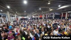 Vista parcial de los asistentes al encuentro con el presidente encargado de Venezuela Juan Guaidó, en el Miami Airport Convention Center, el 1ro. de febrero del 2020. (Foto Roberto Koltún)