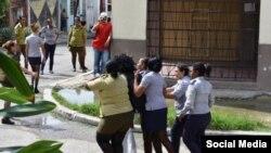 Detención de Berta Soler el domingo. Tomado de @jangelmoya