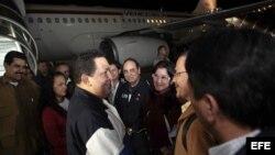 El presidente venezolano Hugo Chávez, a su llegada hoy a Caracas procedente de Cuba, tras 9 días de tratamiento médico en la isla.