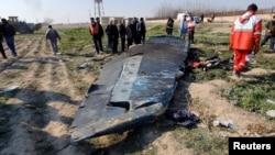 Vista de los restos del avión ucraniano que se estrelló en Irán.