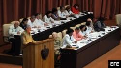Raúl Castro, pronuncia un discurso durante la primera reunión ordinaria de la Asamblea Nacional del Poder Popular.