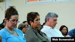 Vicepresidente Miguel Díaz Canel y funcionarios locales