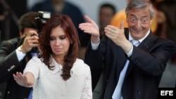 La presidenta argentina, Cristina Fernández, y su difunto esposo, el exmandatario Néstor Kirchner.