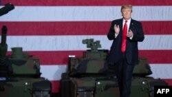 FOTO ARCHIVO. Trump en un acto en Lima Army Tank Plant en Ohio. SAUL LOEB / AFP