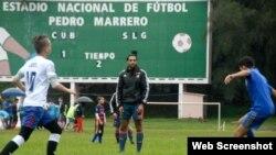 Clínica de fútbol en el Estadio Pedro Marrero de La Habana.