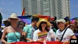 """Mariela Castro y Candis Cayne en """"Conga cubana contra la homofobia"""""""
