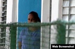 Una reclusa en una cárcel de mujeres en Cuba.