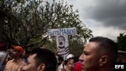 Opositores piden renuncia a Maduro frente a Palacio presidencial