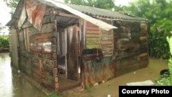 """Una vivienda en el barrio marginal de Bayamo conocido como """"La Unión"""" (Foto: Archivo)."""