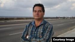 El escritor y periodista Ángel Santiesteban cumplió condena por oponerse al régimen cubano (RRSS).