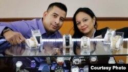 Joel González, relojero cubano residente en Montreal (Canadá). Foto: cortesía del diario The Gazzete.