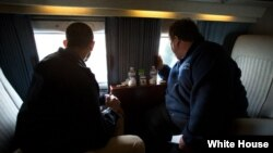 El presidente Obama junto al gobernador de Nueva Jersey Chris Christie.