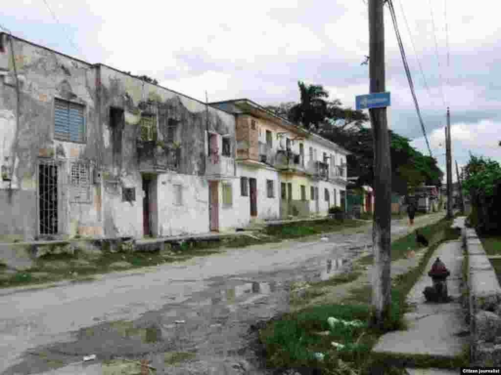 Periodista independiente reporta en twitter imágenes de la vida cotidiana en el barrio habanero de Marianao.