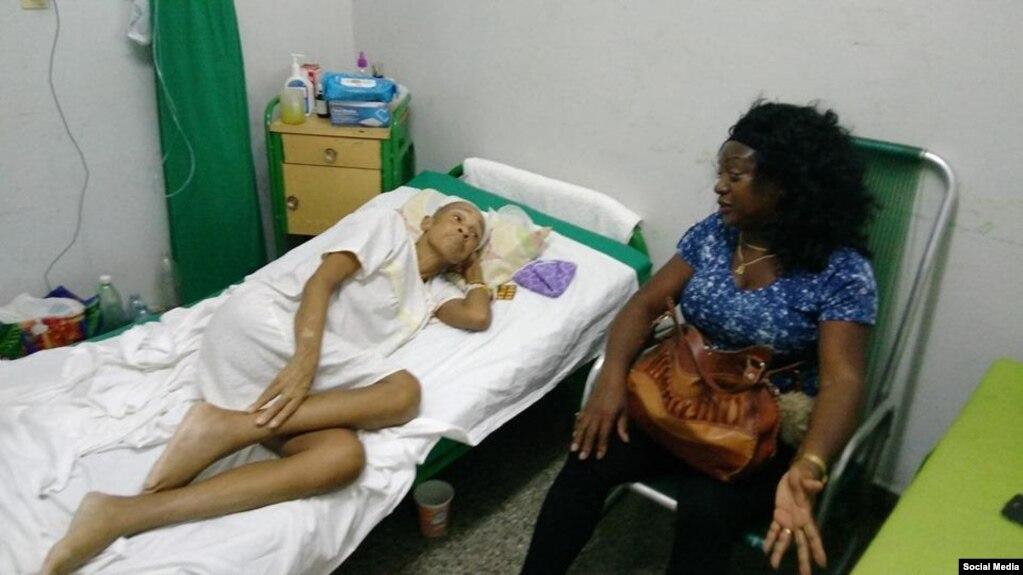 Berta Soler visita en el hospital a Xiomara de las Mercedes Cruz Miranda. (Facebook/FNCA)
