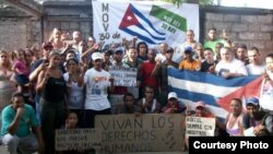 Detienen a activista que participó en protesta pública