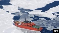 El hielo del Ártico se reduce con el fin de verano en el hemisferio norte.