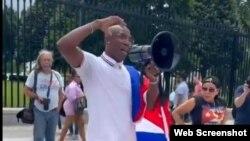 el boxeador cubano Yordenis Ugás durante una manifestación de apoyo al 11J, en Washington D.C.