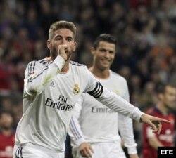 El defensa del Real Madrid Sergio Ramos celebra el gol que ha marcado al Osasuna.
