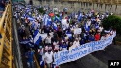 Nicaragüenses exigen la salida de Daniel Ortega del poder con marcha multitudinaria.