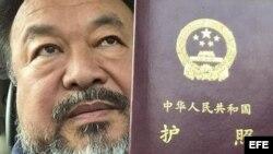 Ai Weiwei recupera su pasaporte tras cuatro años.