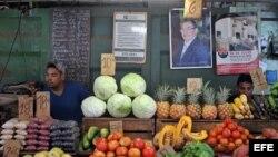 Venta de alimentos en Cuba.