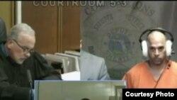 Carlos Camacho Sanmiguel escucha los 28 cargos por los que fue instruido por fraude al Medicare (AméricaTevé).
