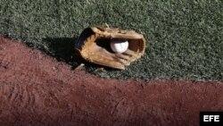 Guante de béisbol.