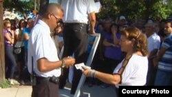 Más de 46.000 cubanos emigraron de manera permanente en 2012 (video Al Yazira)