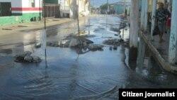Grandes salideros de agua en el poblado de Vueltas