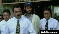 Juan Carlos Chávez (c) cuando era detenido por el asesinato del niño Jimmy Rice.